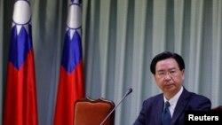 在中国与多米尼加建交后,台湾外交部长吴钊燮在台北召开记者会。(2018年5月1日)