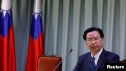 Ngoại trưởng Đài Loan Joseph Wu họp báo tại Đài Bắc ngày 1/5/2018 sau khi Trung Quốc và Cộng hòa Dominica thiết lập quan hệ ngoại giao.