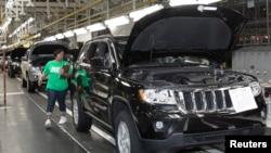 Pembuatan Jeep Grand Cherokee di pabrik Chrysler di Detroit, Michigan. (Foto: Dok)
