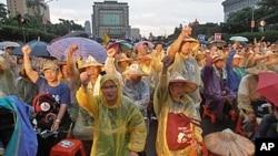 台湾总统府前 农民抗议政府强征土地