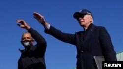 Džo Bajden i Barak Obama na predizbornom skupu u Flintu u Mičigenu. Demokrate u kampanji svoje birače pozivaju da ostanu u automobilima da bi izbegli širenje koronavirusa.