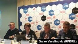 Sa pres-konferencije: Aleksandra Martinović, iz Transparency Internationala BiH (lijevo) i Igor Vukajlović iz Udruženja građana Tender (desno)