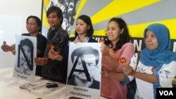 Sejumlah LSM hak asasi manusia mendesak Presiden Joko Widodo untuk mengusut tuntas kasus penghilangan orang secara paksa. (Foto: VOA/Fathiyah)
