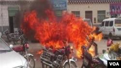 一名藏族青年自焚(资料照片)