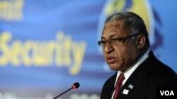 Perdana Menteri Fiji, Frank Bainimarama, dikecam karena memberlakukan undang-undang darurat baru yang lebih represif dari sebelumnya.