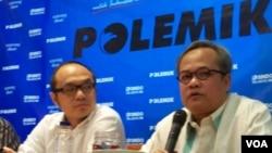 Pengamat politik Charta Politika, Yunarto Wijaya (kiri) dan Ketua DPP Partai Golkar, Hajriyanto Tohari dalam diskusi di Jakarta, Sabtu, 26 April 2014 (Foto: VOA/Iris Gera)