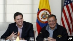 Colombian Defense Minister Juan Camilo Pinzon (L) talks with U.S. Defense Secretary Leon Panetta during a work session in Bogota, April 23, 2012.