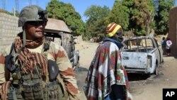 Binh sĩ Pháp trong vùng ngoại ô của Diabaly, Mali, ngày 21/1/2013.