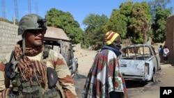 组图:法国和马里军队收复被激进分子攻占城镇