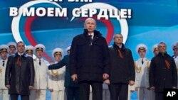 Vladimir Putin peva himnu na skupu u znak podrške pripajanju Krima