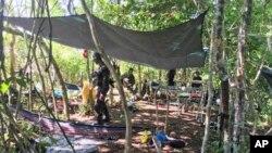 Pasukan Gabungan Sulu Filipina mengamankan area di mana terjadi bentrokan dengan kombatan kelompok militan Abu Sayyaf di Provinsi Sulu, selatan Filipina, 31 Mei 2019. (Foto: AP)