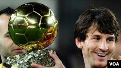 Messi aseguró que no existen enviadas en el vestuario del Barcelona con sus compañeros también nominados al Balón de Oro, Iniesta y Xavi.