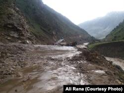 لینڈسلائیڈنگ کے بعد شاہراہ کے کئی حصوں کو نقصان پہنچا۔ 26 جولائی 2019