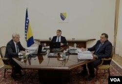Članovi Predsjedništva BiH Milorad Dodik, Željko Komšić i Šefik Džaferović postigli su dogovor da otkažu sjednice o ANP i mandataru, Sarajevo, 20. august 2019.