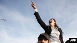 Demokratiya müğənniləri: Tunis inqilabı mahnılardan başladı (VİDEO)