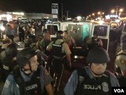 Police make an arrest on West Florissant in Ferguson, Missouri, Aug. 10, 2015. (Kane Farabaugh/VOA News)