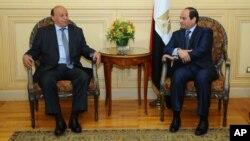 也门总统哈迪(右)和埃及总统塞西在埃及沙姆沙伊赫会晤