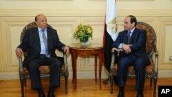 也門總統哈迪(右)和埃及總統塞西(左)。