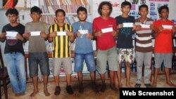 Người đứng đầu hải quân Malaysia đăng hình ảnh 8 hải tặc bị bắt tại đảo Thổ Chu của Việt Nam trên tài khoản Twitter.
