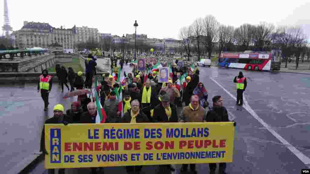 شرکت کنندگان در راهپیمایی به اقدامات جمهوری اسلامی در نقض حقوق بشر اعتراض کردند.