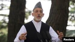 Presiden Afghanistan Hamid Karzai dalam sebuah konferensi pers di Kabul (12/7).