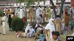 Pakistan prezidenti ölkənin təbii fəlakətlərə məruz qaldığı bölgələrə səfər edib