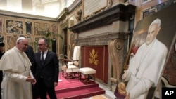 Vatican Pope and Journalists: Pope Francis looks at a painting he received from the Italian Order of Journalists on the occasion of their audience, at the Vatican, Thursday, Sept. 22, 2016.
