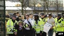 Londonda on minlərlə insanın iştirakı ilə aksiya keçirilib