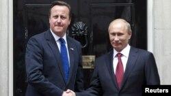 Праворуч: Російський президент під час зустрічі з британським прем'єром