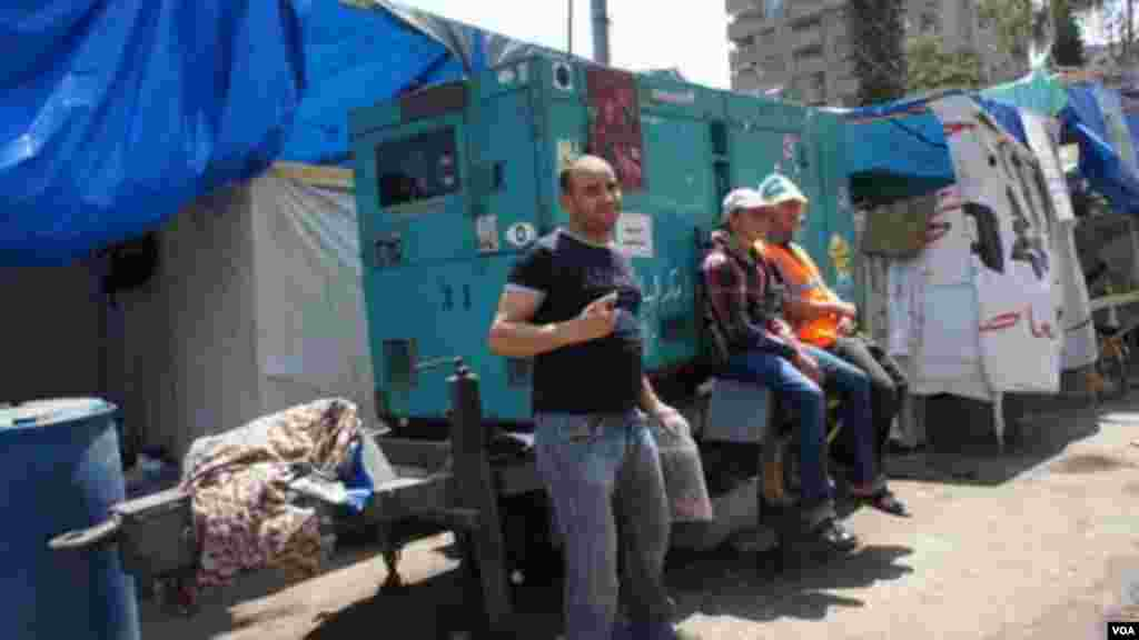 A generator that could provide backup if the government cuts power to the area, Cairo, August 12, 2013. (E. Arrott/VOA)