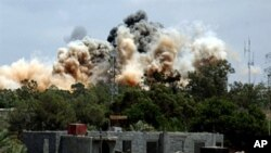 Yadda NATO ke barin wuta kan cibiyoyin gwamnatin Gaddafi.