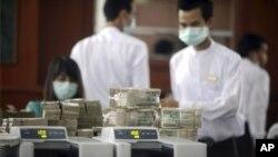 Ngân hàng Trung ương Miến Ðiện sẽ áp dụng một tỷ giá hối đoái thả nổi có kiểm soát bắt đầu từ ngày 1 tháng Tư