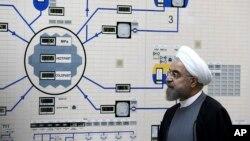 하산 로하니 이란 대통령이 지난해 10월 부쉐르에 위치한 원자력발전소를 방문하고 있다. (자료사진)