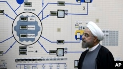 Le président iranien, Hassan Rohani, visitant une installation nucléaire en 2011. (Archives)