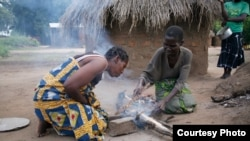 Millions of people across Africa struggle every day to collect and chop wood for fires to cook their food (Photo: Sunfire)