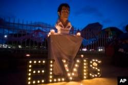 지난 8월 미국 테네시주 멤피스의 엘비스 프레슬리 자택 앞에서 사망 40주년을 추모하는 촛불 집회가 열렸다.