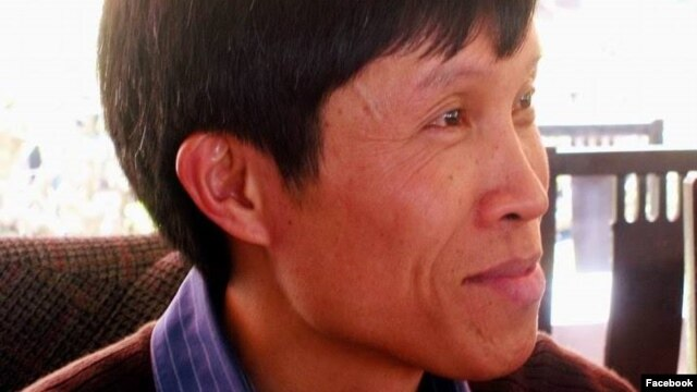 """Ông Nguyễn Hữu Vinh là một blogger nổi tiếng được biết đến với tên Anh Ba Sàm. Ông Vinh và  trợ lý của ông là bà Nguyễn Thị Minh Thúy đã bị bắt giam từ tháng 5/2014 vì bị cáo buộc đã đăng các bài viết """"chống nhà nước""""."""