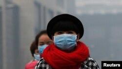 北京過去出現霧霾期間民眾戴上口罩