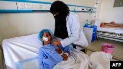 Một cô gái Yemen bị thương trong cuộc không kích vào quận Kisar phía bắc tỉnh Hajjah, đang dược điều trị tại một bệnh viện do phe Houithi kiểm soát ở thủ đô Sanaa, ngày 11/3/2019.