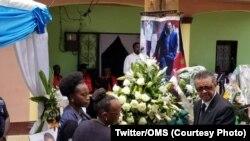Matanga ya épidémiologiste Richard Mouzoko ya ekolo Cameroun, mosali ya OMS (Mabongisi ya molongo mpo na bokolongono), azuwaki masisi na lopitalo ya Butembo, 4 mai 2019. (Twitter/OMS)