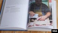 """Рецепт соління сала у книзі """"Mamushka"""""""