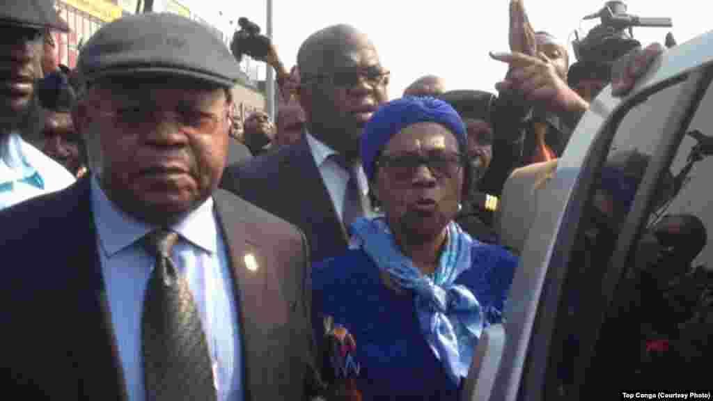 Etienne Tshisekedi, opposant historique et leader de l'Union pour la démocratie et le progrès social (UDPS), à gauche, accompagné de son épouse, Marthe Tshisekedi, le 27 juillet 2016.(Top Congo)