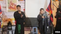 在台藏人及人权团体举行纪念西藏抗暴日晚会(美国之音张永泰拍摄)