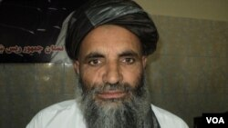 Anggota Dewan Perdamaian Afghanistan, Malim Shawali tewas hari Rabu (1/5) akibat serangan militan terhadap mobil Shawali di propinsi Helmand.