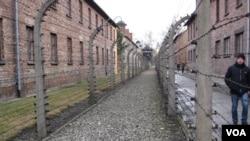 波兰奥斯维辛集中营。俄罗斯称红军解放波兰。(美国之音白桦拍摄)
