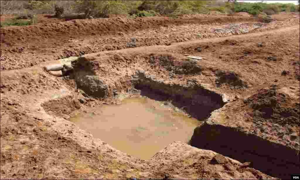 سندھ کے دیگر دیہاتوں کی طرح شہر ٹھٹھہ کے مضافاتی علاقوں میں بھی بڑا مسئلہ پینے کے پانی کا ہے
