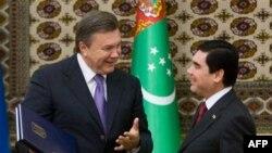 Виктор Янукович и Гурбангулы Бердымухамедов. Ашхабад. 12 сентября 2011 г.