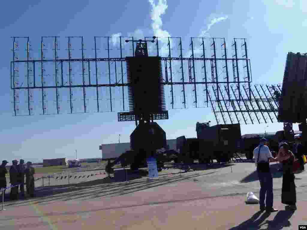 本届莫斯科航展上展出的俄军雷达系统,可探测飞机和巡航导弹。