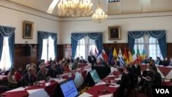 El Grupo Internacional de Contacto sobre Venezuela tiene 40 días para encontrar los mecanismos para que se logre convocar a elecciones libres y transparentes respetando la Constitución venezolana. [Foto: Bricio Segovia, VOA].