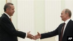 Putin û Erdogan di vê wêneya arşîvê de bi hevre xuya dibin